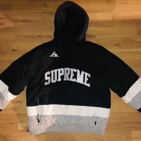 Supreme Puffy Hockey Pullover, FW17/W8. Købskvittering fra Supreme haves.