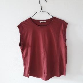 Rust rød t-shirt fra Pieces.