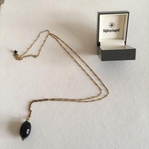 Fin halskæde med sort sten fra Stjärnringen. Aldrig brugt.   #trendsalesfund