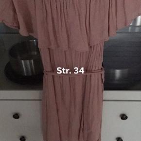 Flot kjole str. 34 - brugt af min datter på 12