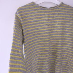 Sælger denne stribet bluse fra ukendt mærke Str: 12-13 Np: ved ik Mp: 40kr inkl fragt Aldrig brugt