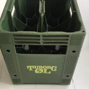 Har 2 stk. gamle Tuborg 12 stk plastik ølkasser som er gået ud af produktion for ca. 10 år siden. Sælges enten samlet eller hver for sig for 75kr