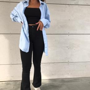 Super lækker lyseblå skjorte fra GANT 🌸💖 kan bruges af mænd og kvinder, str m
