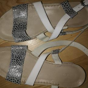 B&CO sandaler