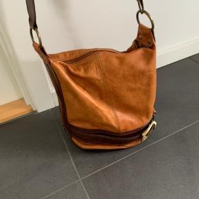 Rigtig lækker taske - mulepose i cognac  Ægte læder -