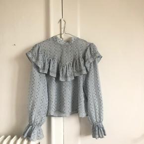 Fin bluse fra ZARA i str xs, god men brugt byd