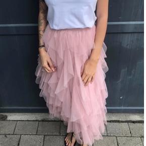 Tyl nederdel i rosa One size Passer bedst s-l men en xl kan også passe den