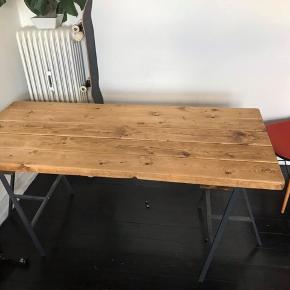 Lækkert plankebord.   1.60 langt og 72 cm bredt