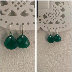 grønne onykser øreringe i sterling sølv (stemplet 925) aldrig brugt  185 kr