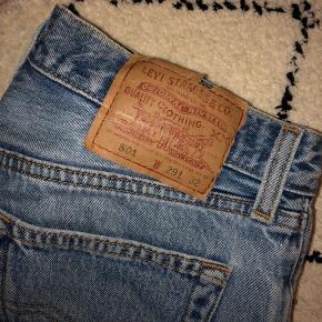 Mom-jeans fra Levi's, str 29/32.