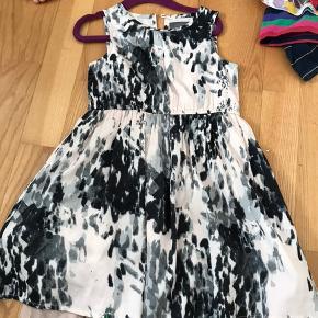 Pæn kjole til pige, brugte til pæn brug, fejlet intet.