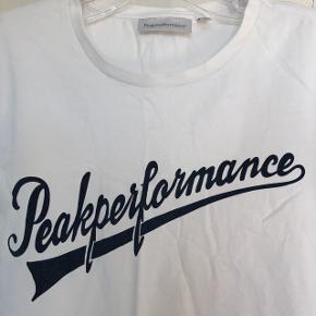 Jeg sælger den fede T-shirt fra peak performance. Den er brugt meget få gange. Skriv endelig hvis i har spørgsmål eller er interesseret:)