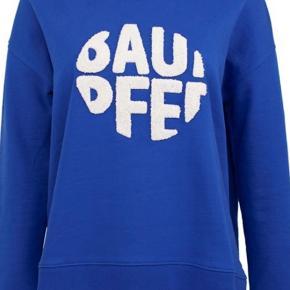 Sweatshirt i blå med logo, str s passer alm. brugt og vasket men i fin stand  Mp 250 pp  Bytter ikke :)