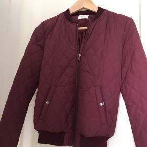 Bordeaux jakke
