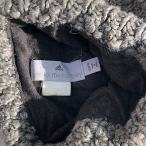 Sælger denne vildt seje Stella McCartney x Adidas hue!🤍 Skriv for flere billeder eller sprøgsmål!💗