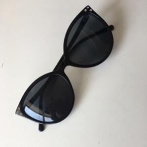 Cat eye solbriller, aldrig brugt  Sendes med DAO for 33kr