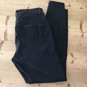Fine jeans fra Noisy May - LUCY str 30 S/M (se billede) Gode med brugte  Mængderabat gives ved køb af flere af mine annoncer ☺️  Kom med bud