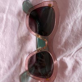 Miu miu solbriller cateye i plastic med lyserødt/grønt stel MP 600kr