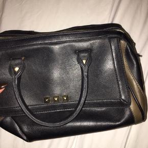 Lækker taske fra Saint Sulpice. Næsten som ny. Ny pris: 500kr.