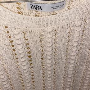 Zara hullet top, næsten ikke brugt
