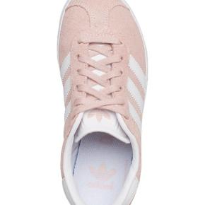 Helt nye og ubrugte Adidas 'gazelle' sneakers i str. 35. Fejlkøb.