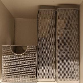 🗃️🗃️🗃️ Tre lysegrå opbevaringskasser/bokse til diverse kontorartikler eller lignende. Jeg har selv brugt dem til fagblade. Rigtig god stand. Sælges samlet, men byd gerne enkeltvis. 🗃️🗃️🗃️