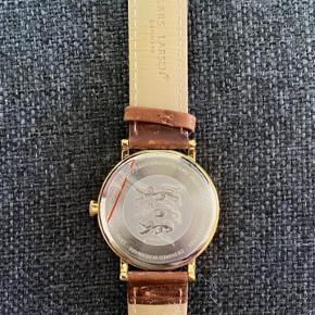 Helt nyt Lars Larsen ur til herre. Med sekundviser og dato. Diameter 4 cm
