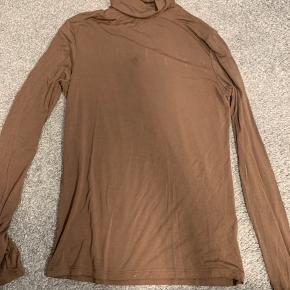 #30dayssellout   1 for 55kr  3 for 120kr.   Brun rullekrav: str. xs/s  Mørkerød bluse: S   Rød crop bluse. Str. 38  Mørkeblå bluse: str. M - Na-kd  Grøn bluse: even & Odd str. m