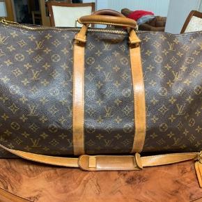 Louis Vuitton, Brun monogram, str 55' god, slidstærk og pålidelig weekend taske Tasken fejler ikke noget, men det er hellere ikke en ny taske, den er godt brugt. den sælges da jeg ikke har brug for den længere. Kvit medfølger.