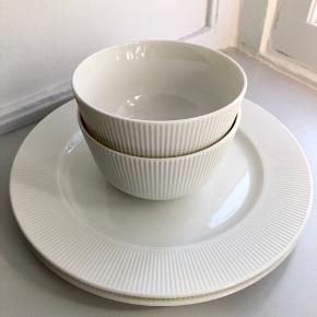 2 morgenmadskåle og 2 middagstallerkener. Sælges samlet for 100kr