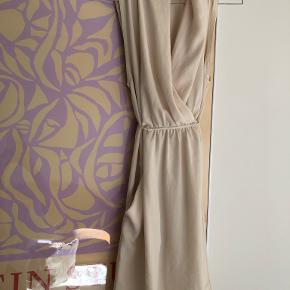 Aritzia kjole