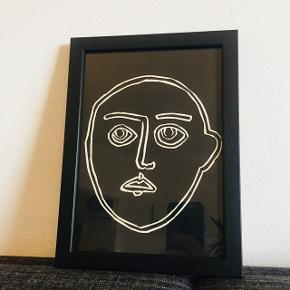 """Linoleumstryk """"A.G."""", A5 15x21 cm. Inkl sort ramme. Håndtrykt. Fås også i gul og blå. Kan stå og hænge. Se mere af min kunst på www.dittekroyer.com Sender gerne: porto 20 kr."""