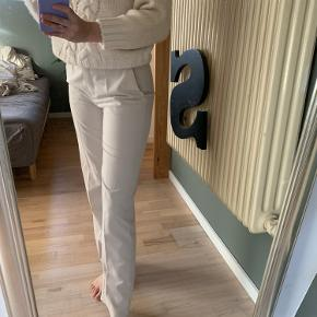 Udgået model fra mango - habitbukser - jeg er 1.70 cm høj