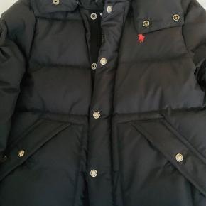 Polo Ralph Lauren jakke Måske brugt 3-4 gange. Fremstår som ny.  Nypris 2995 kr.  Pris 900 kr. Online kvittering fra Zalando haves.