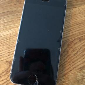 IPhone 5SE 64 GB. Sælger da jeg har fået ny. Den ser slidt ud, da jeg har valgt at lade panserglasset blive på, men den er helt fin nedenunder :)