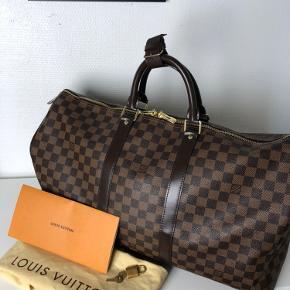 Spritny Louis Vuitton Keepall Damier Ebene 50. Kvittering, lås og nøgle samt dustbag medfølger💫