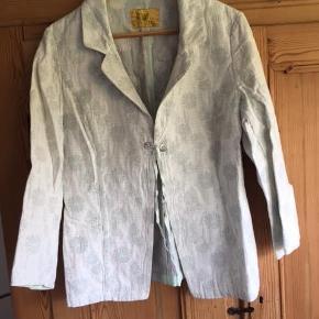 Varetype: Sommer jakke Farve: se foto  Sælges for en veninde ;)