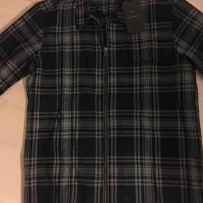 Fed Overshirt med lynlås  Aldrig brugt Str L  Se mange flere annoncer på min profil