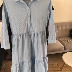 Sød kjole fa Only. Fejler intet 🌸 Byd