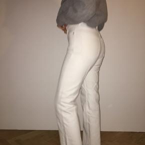 Sælger mine hvide bukser fra Weekday. Brugt meget lidt, i min studentertid ✨