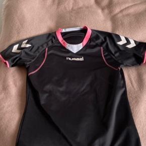 Sælger denne Hummel sportstrøje. Str M, 50kr plus porto