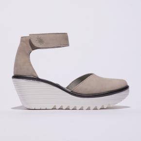 Fly London sandaler