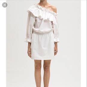 Designers remix kjole, min er sort. En størrelse 36, men vil mene den passer en 38 bedre