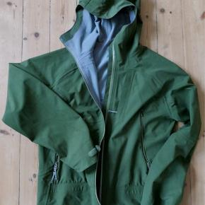 Houdini waterproof breathable shell jacket. Excellent condition. Small signs of wear. Original price 3000 DKK