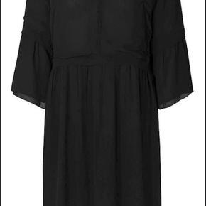 Fin viscose kjole str 36. Lidt stor i str, passer også str 38.