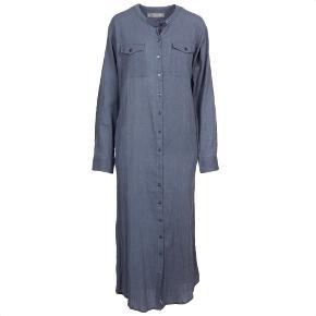 Skjorte kjole Lulu. Brugt og vasket et par gange. Str hedder 2 svare til m-l. 100% bomuld