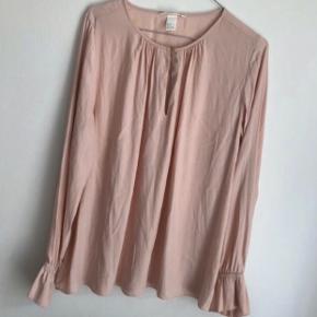 Sød bluse :) Farven er som på første billede