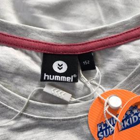 Ny Hummel bluse som min datter ikke fik brugt, str 152. Ny med mærke.   Mp 100pp