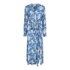 Flot midi kjole fra Pieces ❤️  #30dayssellout #trendsalesfund