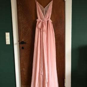 Revolve kjole